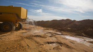 הרטבת הקרקע למניעת אבק