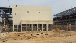 הקמת מבנה בנין החשמל הראשי לתחנה